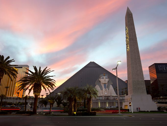 Luxor Hotel & Casino offers 4,405 rooms and 471 suites
