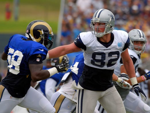 Dallas Cowboys tight end Jason Witten, right, pushes