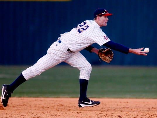 636572672977558495-18-Oak-vs-Smyrna-baseball.JPG