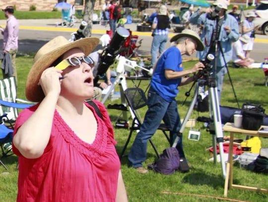Las Cruces Sun-News reporter Diana Alba Soular views