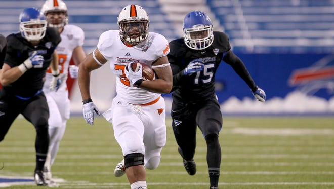 Bowling Green running back William Houston (32) runs the ball during the second half against the Buffalo Bulls at Ralph Wilson Stadium in Orchard Park. Bowling Green beat Buffalo 24-7.