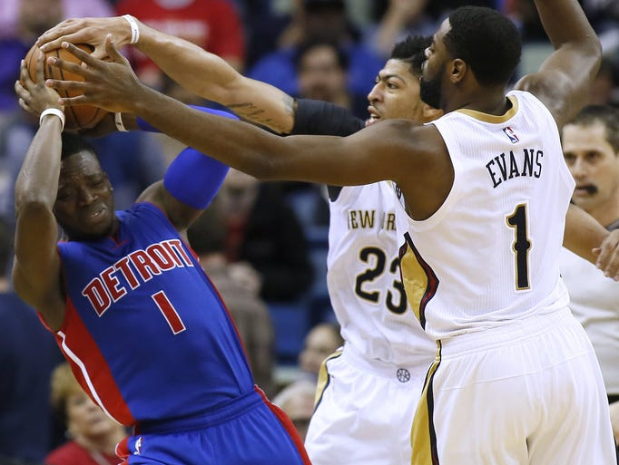 New Orleans Pelicans guard Tyreke Evans, right, and