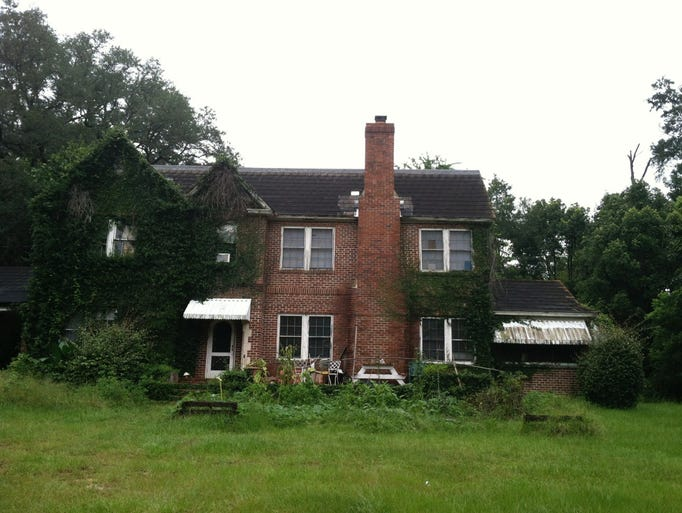 Photos shared by former Charles Mansion renter Ryler