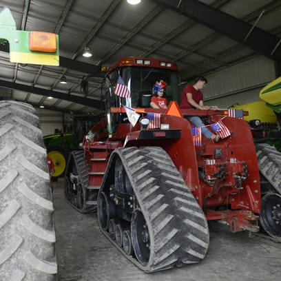 1_FRE_tractor_decoration