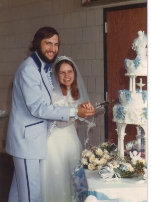 Mike and Laura Murphy of St. Cloud 40th Wedding Anniversary