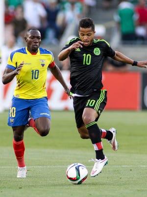 Ecuador's Walter Ayovi (10) and Mexico's Giovani Dos Santos (10) in action March 28, 2015.