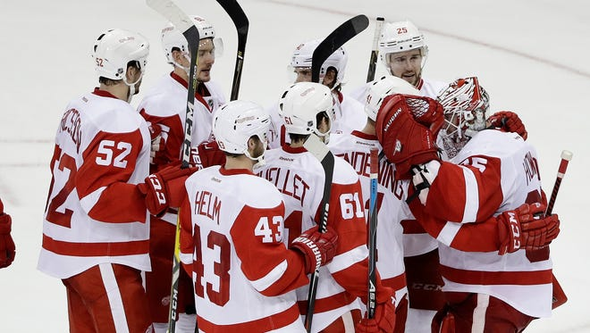 Teammates congratulate Jimmy Howard after his win over the Rangers.