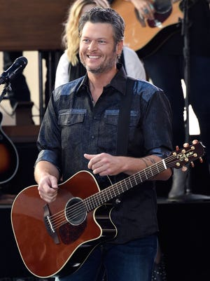 Blake Shelton performed on the 'Today' show Aug. 5. He's now apologizing for offensive jokes made on Twitter.
