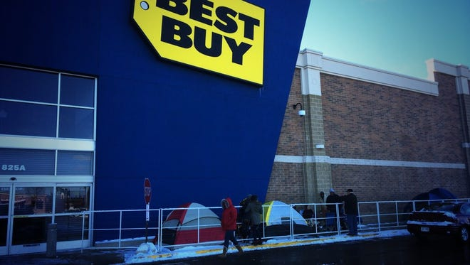 Black Friday shoppers lined up outside of Best Buy in Green Bay on Thanksgiving Day 2014.