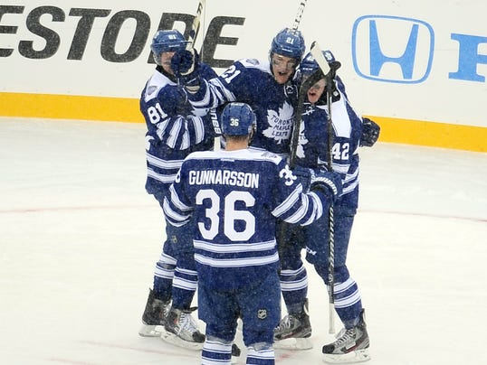 2013-01-01-wings leafs classic