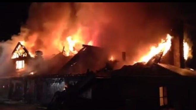 A fire that began in the clubhouse at the Mallard Creek Golf Club in Lebanon late Monday night is under investigation.