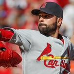 Sloppy Cardinals drop 3rd straight game, 9-1 to Reds