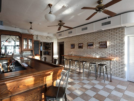 The front dining and bar area of Pizzeria La Rosa in