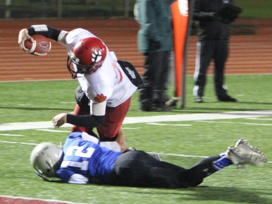 Clatskanie's Wyatt McKay runs for a touchdown in a 24-12 loss to Blanchet in the first round of the OSAA Class 3A state playoffs on Saturday, Nov. 7, 2015.