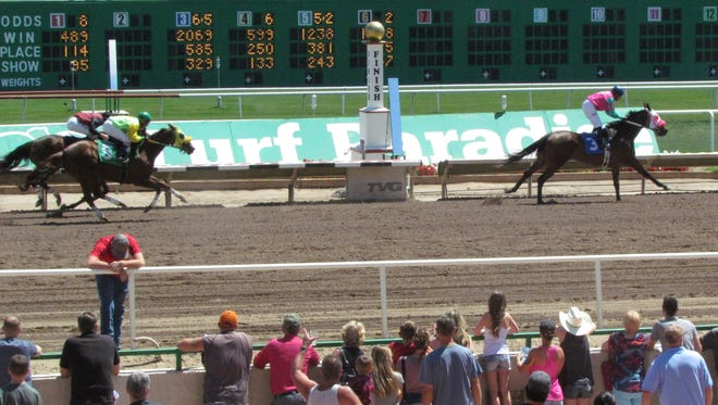 Live racing returns to Turf Paradise in Phoenix on Saturday, Oct. 15, 2016.