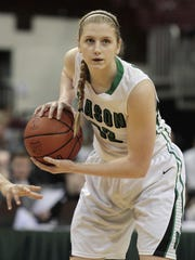 Sammie Puisis of Mason sets up a play for the Comets.