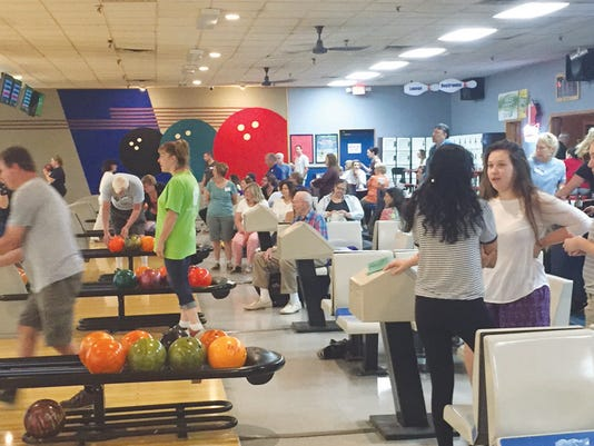 636069438251879810-Bowlers-taking-to-the-lanes.jpg
