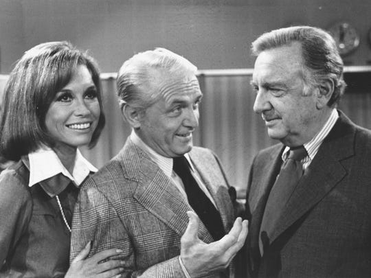 """TV news commentator Walter Cronkite, right, meets with actor Ted Baxter and actress Mary Tyler Moore as he makes an appearance at the """"Mary Tyler Moore Show,"""" in Los Angeles, Calif., on February 4, 1974.   (AP Photo)    )"""