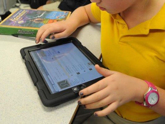 -HATBrd_10-20-2012_American_1_A008~~2012~10~19~IMG_LCSD_uses_iPads_5.jp_1_1_.jpg