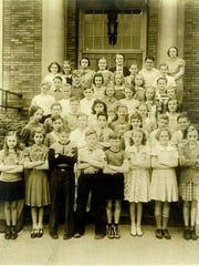 A school portrait of Fremont School kids from 1938.
