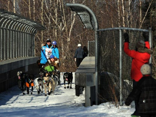 1 MNCO 0406 Feature on Ohio man in Iditarod 1.jpg