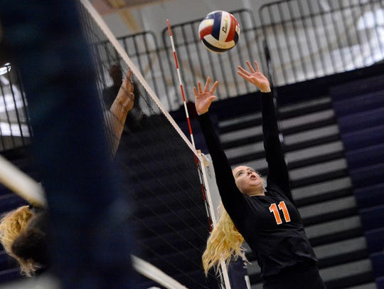 Linnea Prudell sets the ball for the Central York girls' volleyball team. DISPATCH FILE PHOTO