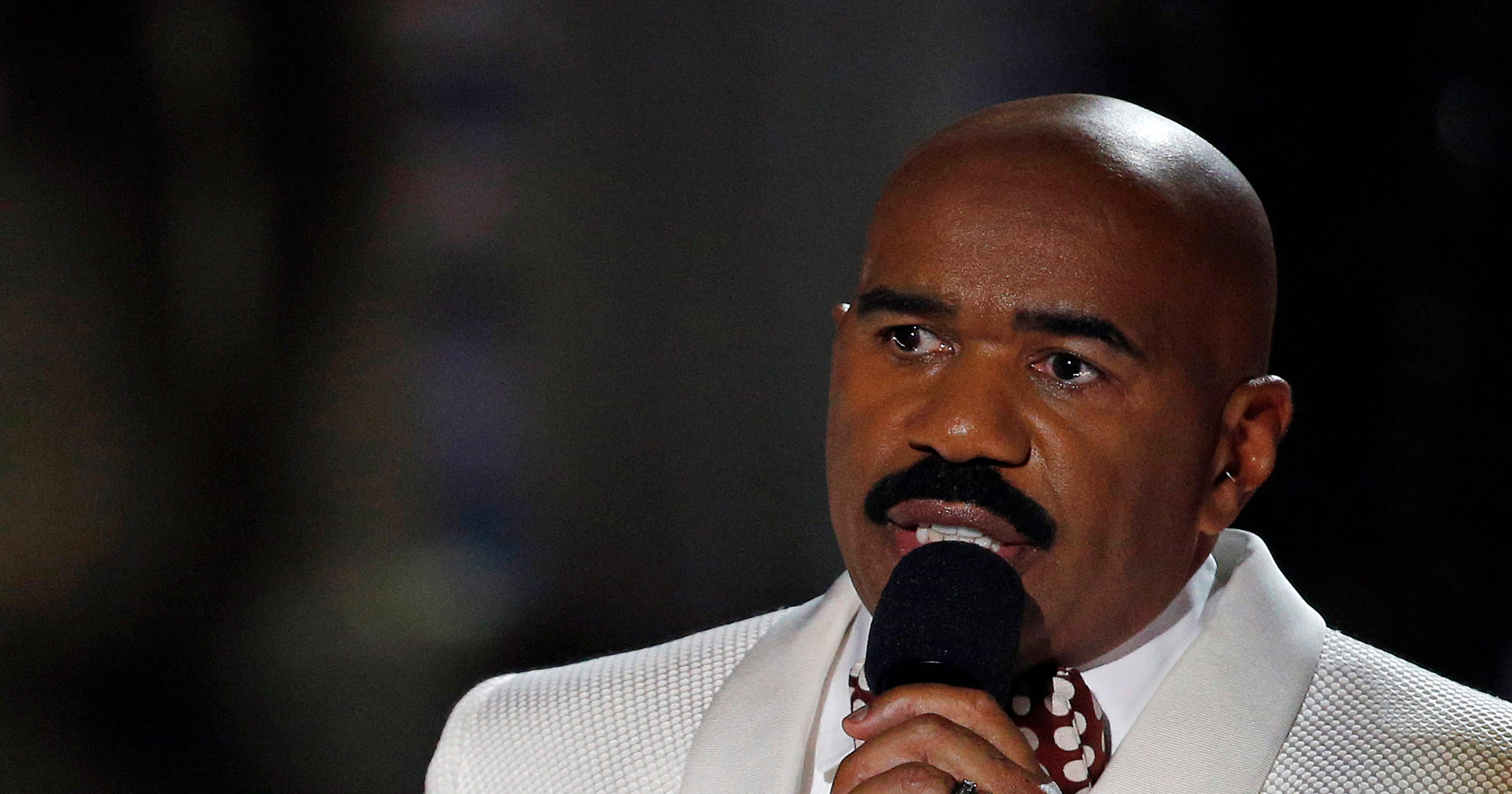 Oh no! Steve Harvey crowns wrong woman Miss Universe