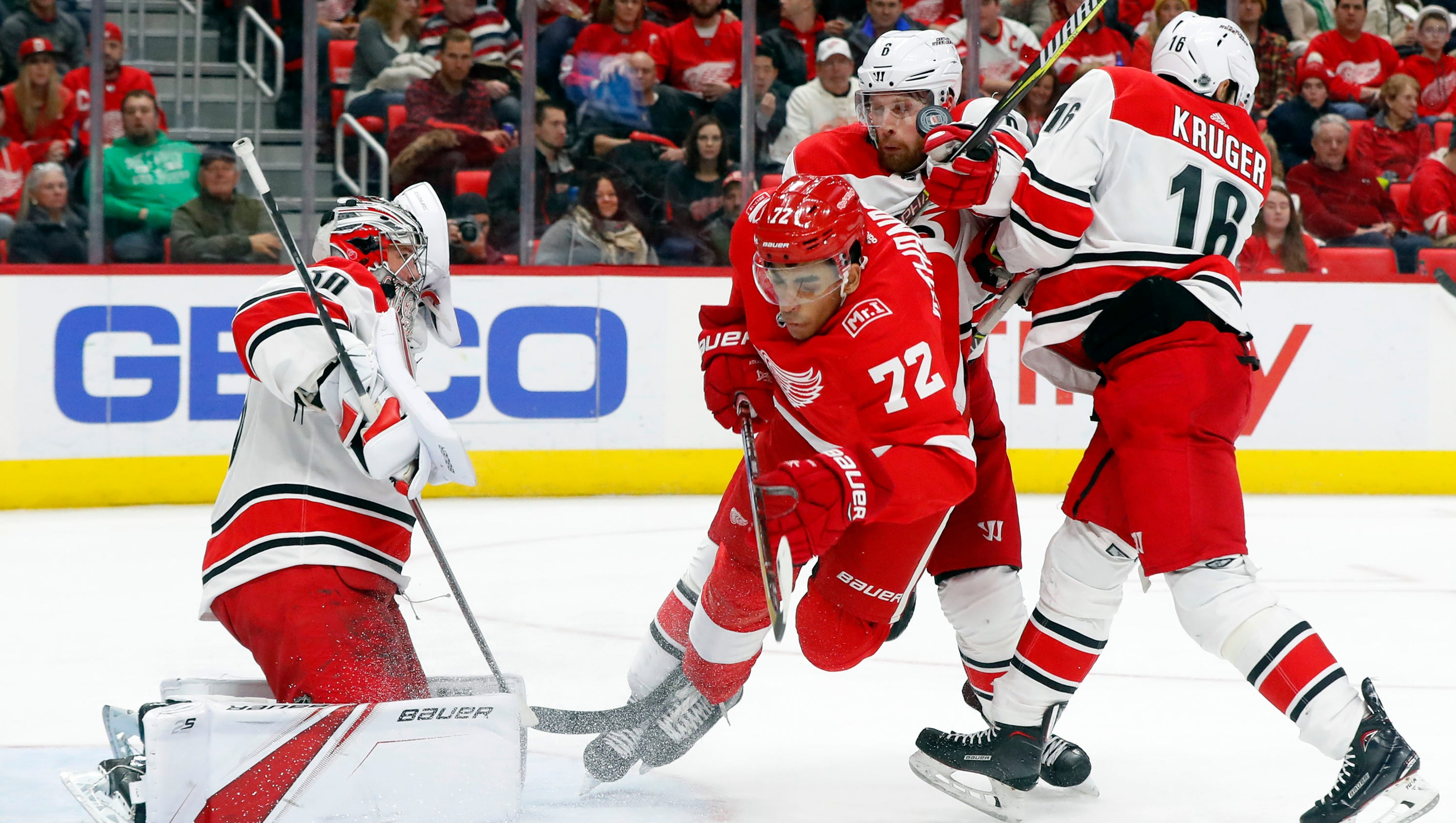 636520781455992376-ap-hurricanes-red-wings-hock