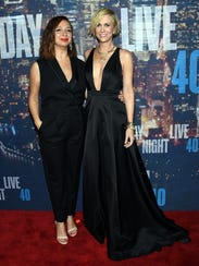Maya Rudolph and Kristen Wiig do the red carpet.