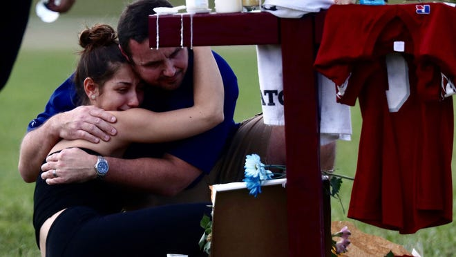 Sad scenes of remembrances at the Parkland amphitheater on Feb. 17, 2018. Crosses have been set up to honor those killed in the Marjory Stoneman Douglas High School shooting. Credit: Andrew West, The News-Press via USA TODAY Network