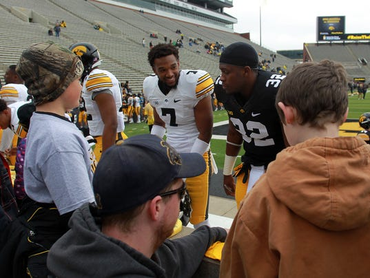 -IOW 0425 iowa fb spring game 30.jpg_20150425.jpg