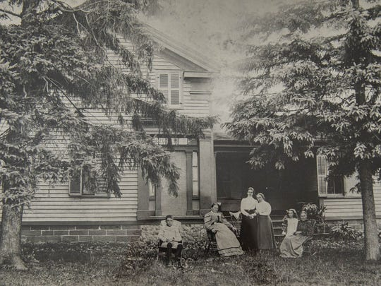 A photo of the Minges house, believed to be from around 1905. Members of the Minges family can be seen in the foreground.