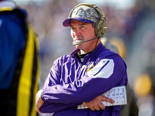 LOUIS RAMS AT MINNESOTA VIKINGS S FBN USA MN. Minnesota Vikings head coach  Mike Zimmer ... 74bfdaf4f