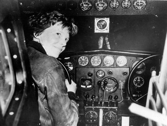 Photo from National Archives showing Amelia Earhart