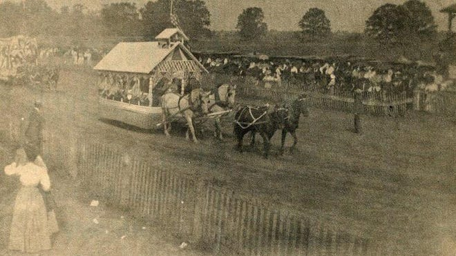 The 1904 Fair Parade was held on the racetrack at the Dundee Fairgrounds.