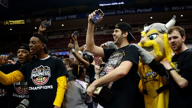 Northern Kentucky Norse guard Cole Murray (25) celebrates with teammates and fans.