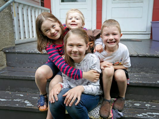 636344426720015913-babysitting-lilia.jpg