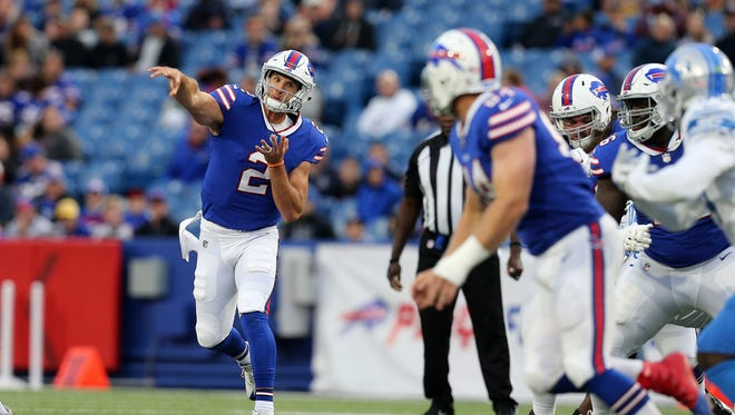 Bills quarterback Nathan Peterman steps into a throw to Nick O'Leary.