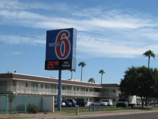 636523937510828093-Motel-6.png