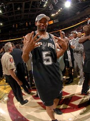 CLEVELAND - JUNE 14:  Robert Horry #5 of the San Antonio