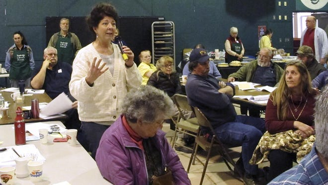 Marybeth Lang speaks Tuesday at the annual town meeting in Tunbridge.