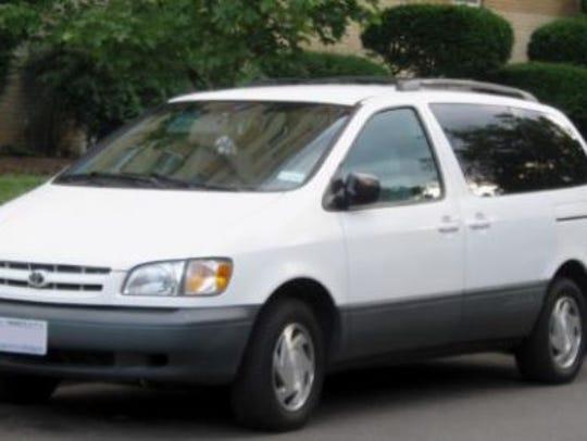 2001 Toyota Sienna minivan