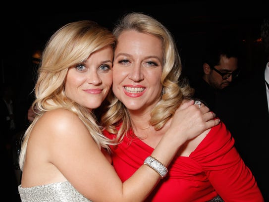 Reese Witherspoon hugs it out with 'Wild' author Cheryl