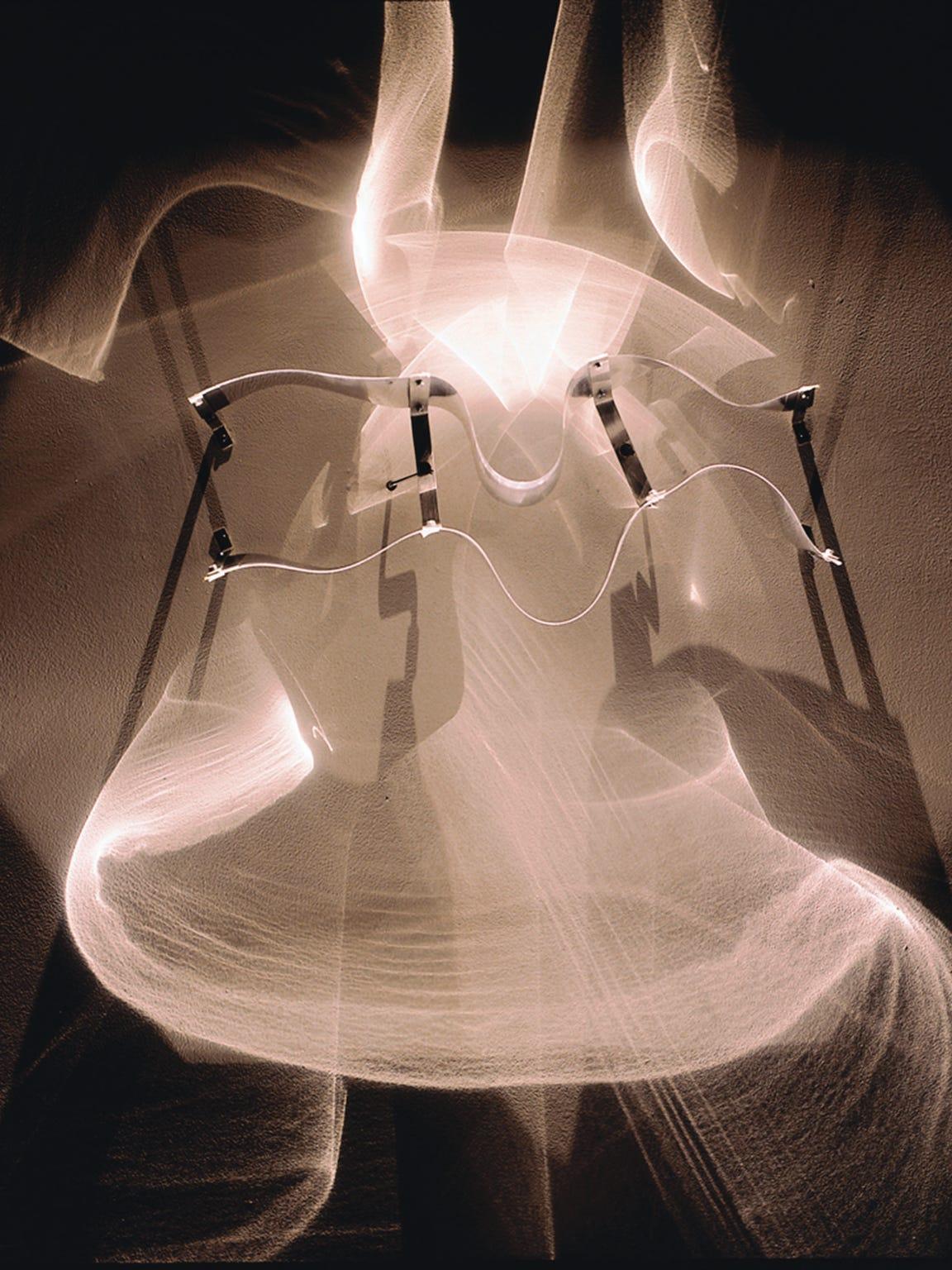 Julio Le Parc, Continuel-lumière avec formes en contorsion,