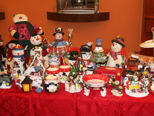 D e s k seeking donations for holiday decoration sale for Christmas decoration sales 2016