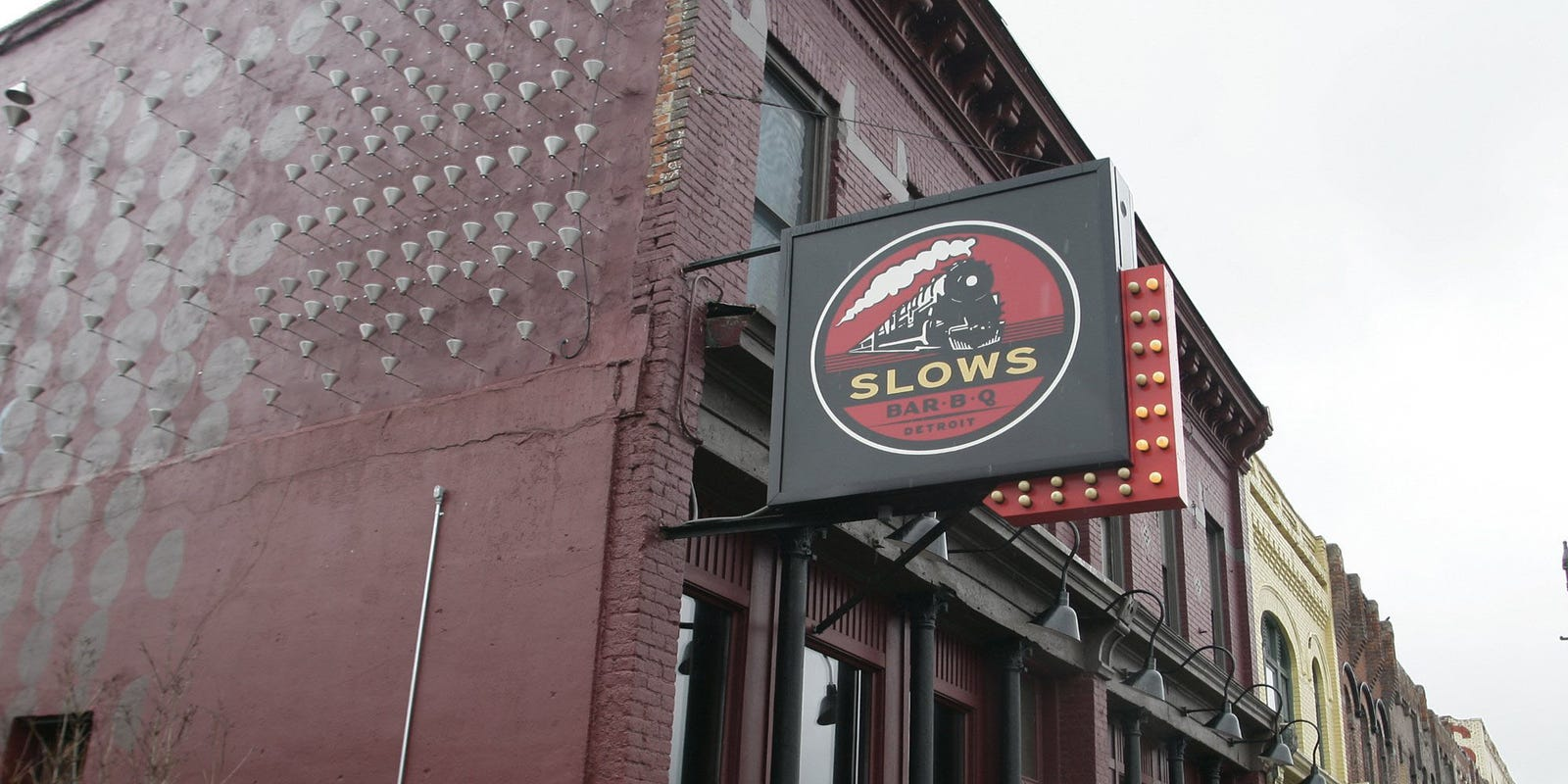 Slows Bar BQ to pause indoor dining as infections surge, groups debate recommendations
