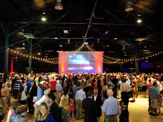 Hundreds show up to see Republican Presidential candidate