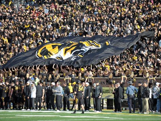 NCAA Football: Arkansas at Missouri