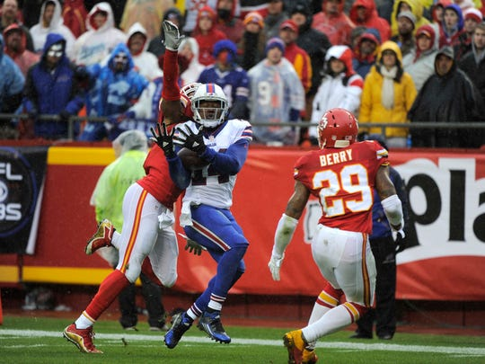 Sammy Watkins (14) makes a touchdown pass ahead of Kansas City Chiefs defensive back Sean Smith.