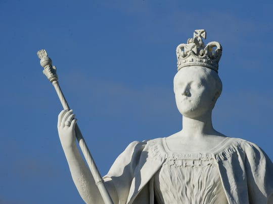 Statue of Queen Victoria outside Kensington Palce in